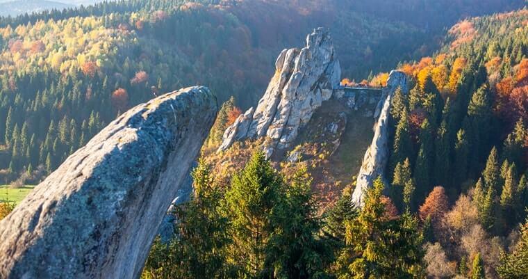 Тустань - cередньовічна фортеця на скелях